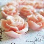 36 Resin Roses Cabochons F..