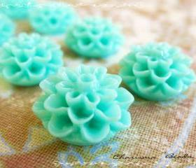 24 Resin Chrysanthemum Flower Cabochons Accessory 15x8mm